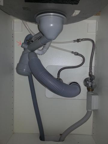 wie kann ich hier eine waschmaschine anschliessen installation. Black Bedroom Furniture Sets. Home Design Ideas