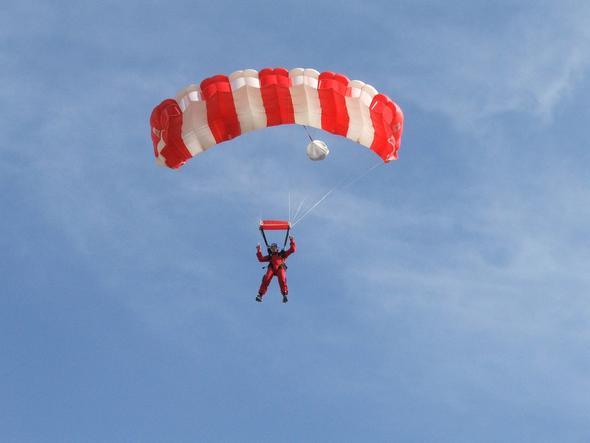 Flächenfallschirm von vorn - (Freizeit, Sport, fallschirm)