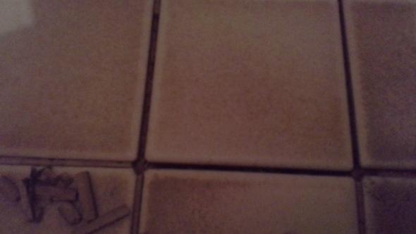 Fußboden Fliesen Lösen Sich ~ Alte bodenfliesen lösen sich im bad fugen marode heimwerken