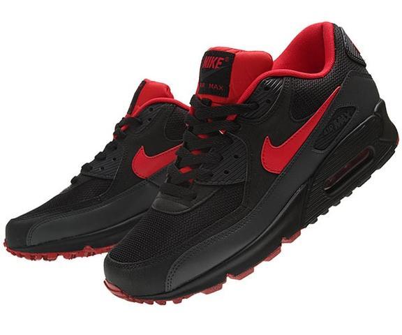 Diese nur unten rechts halt auch rot - (Schuhe, Nike, schwarz)