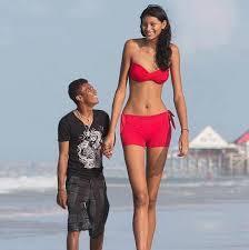 Die größte Teenagerin der Welt mit ihren Freund. - (Liebe, Freunde, Freundschaft)