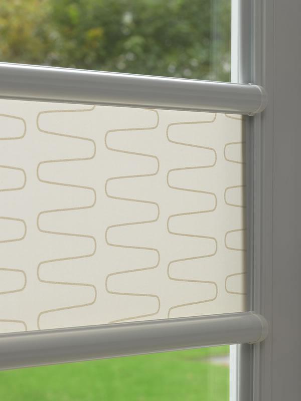 dachfensterrollo anbringen ohne bohren nicht m glich. Black Bedroom Furniture Sets. Home Design Ideas