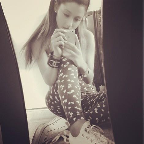 Ariana Grande in Print-Leggings. - (Mode, Klamotten, Fashion)