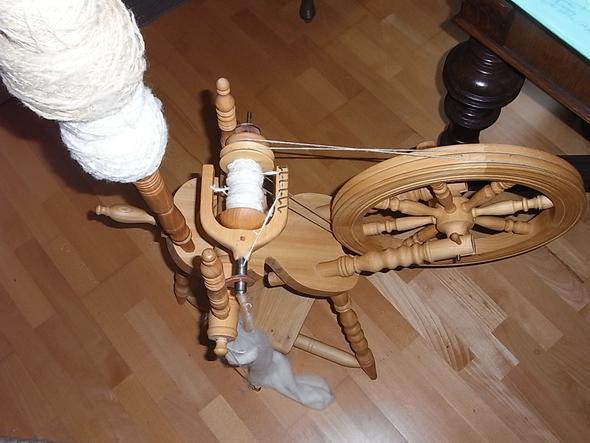 so sieht das Spinnrad aus - (Spinnen, Handarbeit, weitere bilder)