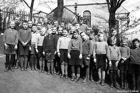 1936, übliche Winterkleidung - (kratzen, Strumpfhose, kratzig)