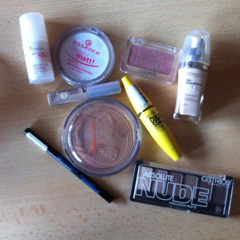 Schminke , Fundation Maskara ,bronzer ,Rouge/Blush ,concealer ,Eyeliner ,usw. - (Schule, Mädchen, Arbeit)