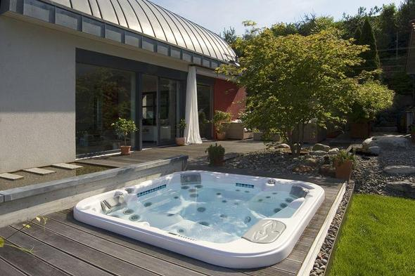 pool im winter nutzen poolbau pool im garten aussenpool. Black Bedroom Furniture Sets. Home Design Ideas