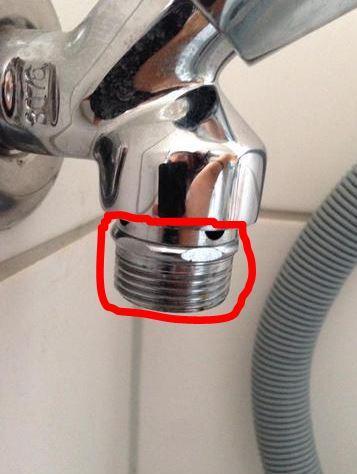 Zulaufhahn Hat Löcher (Kaltwasser) (Waschmaschine, Wasserhahn, Klempner)