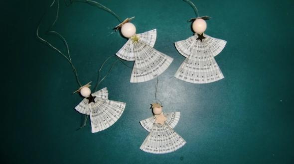 gefaltete Engelchen aus Liedblättern  - (Geschenk, Geburtstag, Weihnachten)