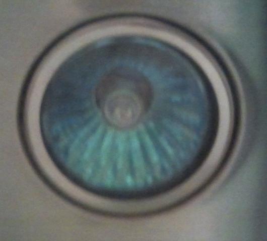 Refektorlampe im eingebauten Zustand von unten fotografiert - (Elektrik, Beleuchtung, Halogenlampe)