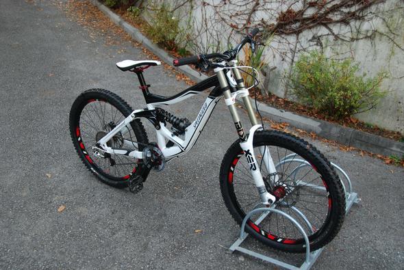 specialized big hit 3 2011 als erstes downhillbike. Black Bedroom Furniture Sets. Home Design Ideas