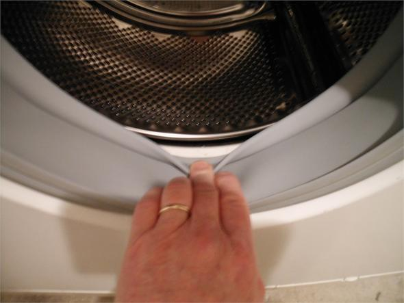 Flecken auf nach wäsche schwarze waschen weißer Flecken aus