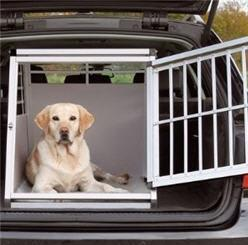 hundebox oder hundeanh nger hund hundetransport. Black Bedroom Furniture Sets. Home Design Ideas