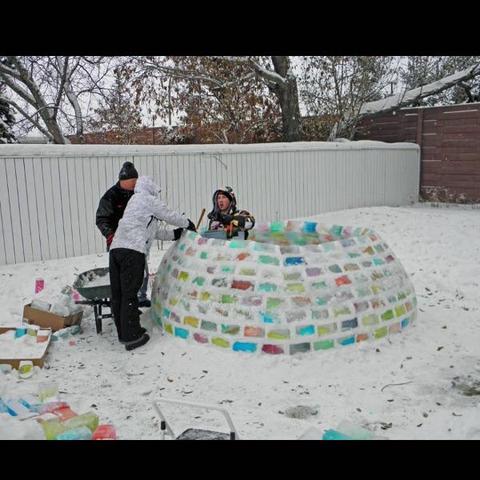 wie baue ich am besten ein haus aus schnee bauen erster. Black Bedroom Furniture Sets. Home Design Ideas