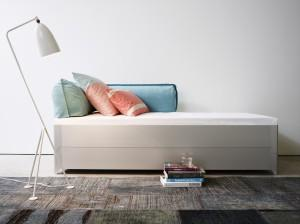 sieht aus wie ein Bett, ist aber zwei. - (Bett, Doppelbett)