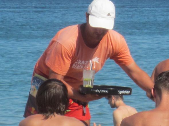 Pepi am Strand am Goldstrand - (Urlaub, Alkohol, Zigaretten)