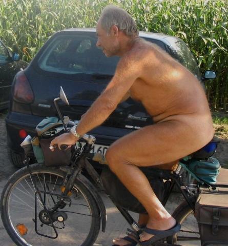 Dem nackt bilder auf fahrrad Peinliche Befragung