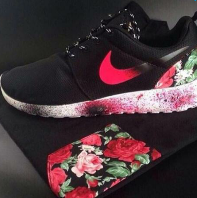 suche diese nike schuhe mit blumen muster. Black Bedroom Furniture Sets. Home Design Ideas