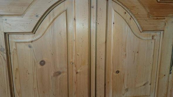 habe ich kratzer oder einen wurm in meinem alten schrank handwerk holz schreiner. Black Bedroom Furniture Sets. Home Design Ideas