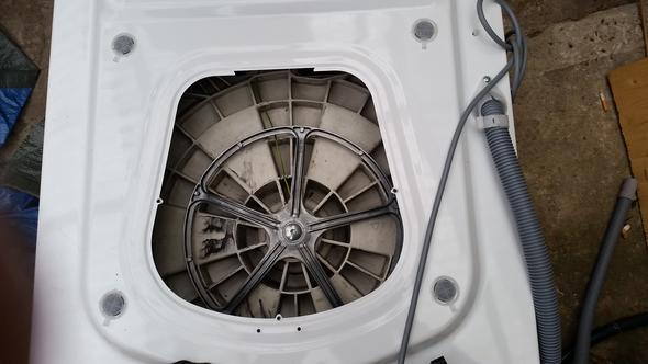 Wi Kriege Ich Die Grosse Schraube Von Der Trommel Ab Waschmaschine
