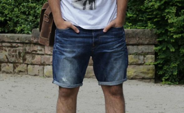 Aktueller Hosen Look im Sommer.  - (Jungs, Mode, Jugendliche)