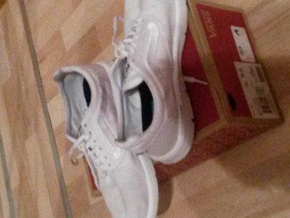 - (Kleidung, Schuhe, Vans)