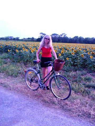 Warum fahren Frauen im Minirock Fahrrad? (Fahrrad fahren)