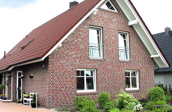 Perfekt: Rote Klinker mit weißen Fenstern! - (Farbe, Fenster, renovierung)