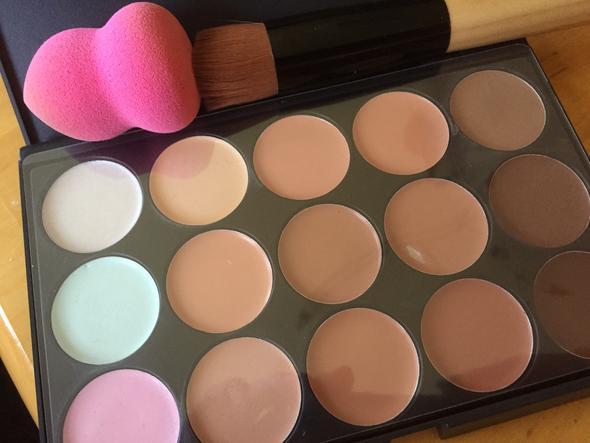 - (Make-Up, schattierung)