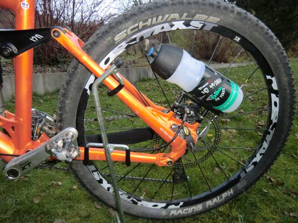 trinkflaschen halterung mtb wo anbringen fahrrad mountainbike trinkflasche. Black Bedroom Furniture Sets. Home Design Ideas