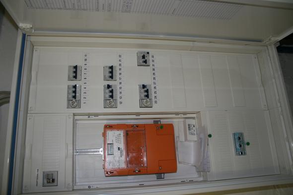 nach durchschmoren von kabel tut licht in verschiedenen r umen nicht mehr was tun sicherungen. Black Bedroom Furniture Sets. Home Design Ideas