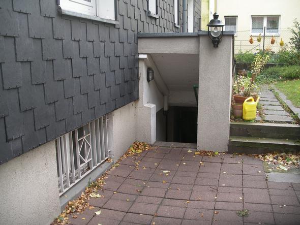 Kellerfenster und Treppe - (Keller, Lüftung, Taupunkt)