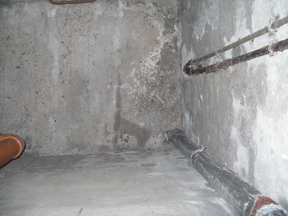 Schacht mit Rohr in der Ecke - (Keller, Lüftung, Taupunkt)