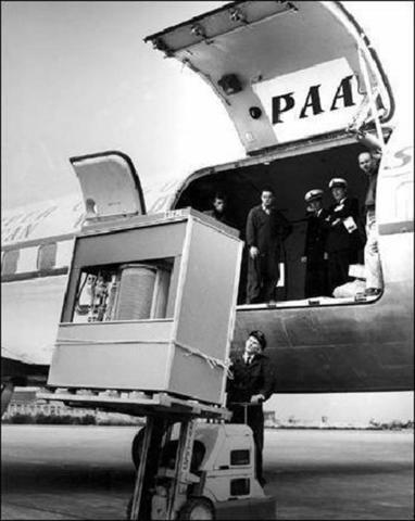 Alte Festplatte von IBM und mit 5MB Speicher. Gewicht ca eine Tonne - (PC, Festplatte, alt)