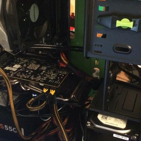 Das mainboard ist kein atx mainboard deswegen siehts ein bisschen komisch aus :D - (Computer, PC, Technik)