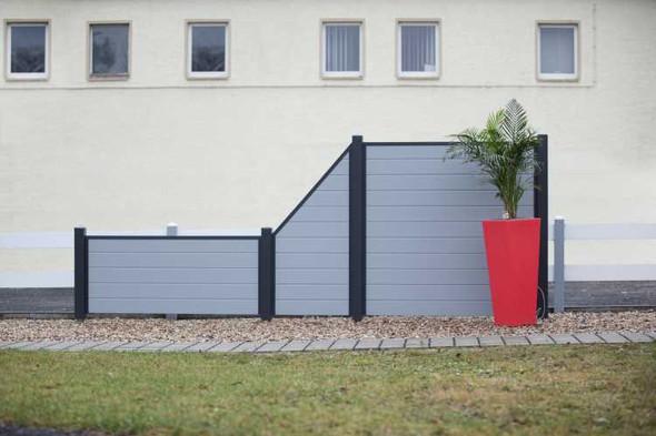 hat jemand eine idee was wir f r einen g nstigen sichtschutz zaun anbringen k nnen. Black Bedroom Furniture Sets. Home Design Ideas