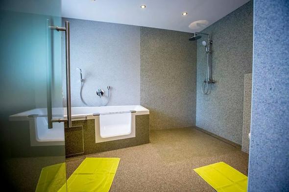 wir haben ein okal fertighaus und wollen unser bad renovieren kann man die duschw nde mit. Black Bedroom Furniture Sets. Home Design Ideas