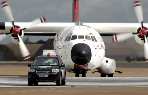 Follow Me Car - (Flugzeug, Flughafen)