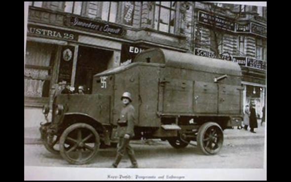 Hakenkreuz-Wagen