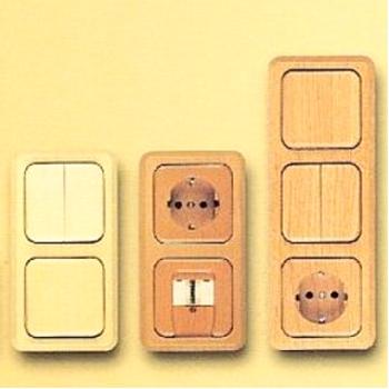 warum gibt es denn immer nur so langweilige plastiksteckdosen und mehrfachstecker kabel. Black Bedroom Furniture Sets. Home Design Ideas