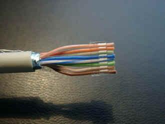 Hier sieht du, in welcher Reihenfolge die 8 Kabel hineingeschoben werden müssen. - (Computer, PC, Elektronik)