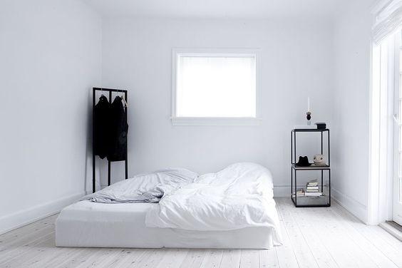 ein zimmer gestalten ohne bett sondern mit matratze design m bel ikea. Black Bedroom Furniture Sets. Home Design Ideas