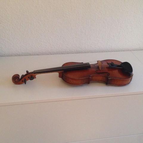 Von der Seite 180 Jahre alt - (Geige, Geigenbauer)