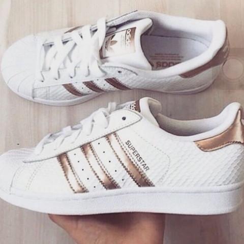 Wo finde ich Adidas Superstar mit Rose Goldenen Streifen in