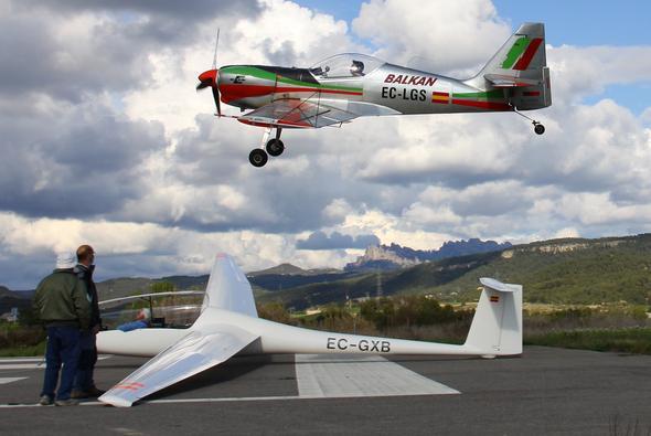 Allein fliegt man von vorn im Doppelsitzer - (fliegen, segelfliegen, Segelflugschein)