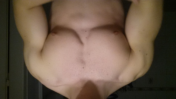 angespannt - (Fitness, Brustmuskeln, Asymmtrie)