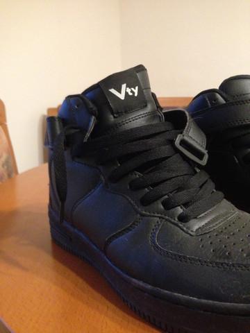 - (Sneaker, Tragen)