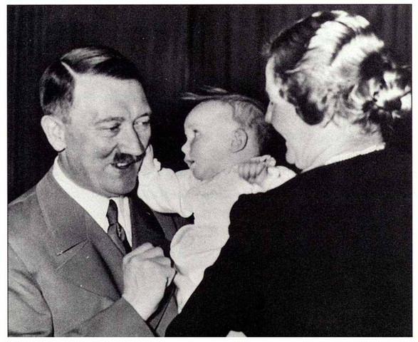 Adolf Hitler ist von Kind gerührt - (Tiere, Hitler)