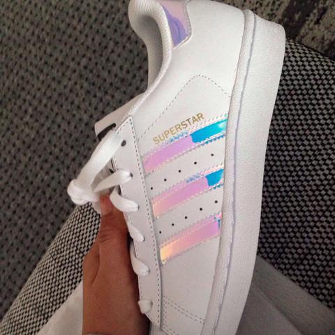 adidas turnschuhe weiß mit silbernen streifen