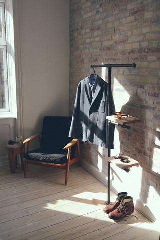 suche sch nen herrendiener kleiderst nder stummer diener. Black Bedroom Furniture Sets. Home Design Ideas